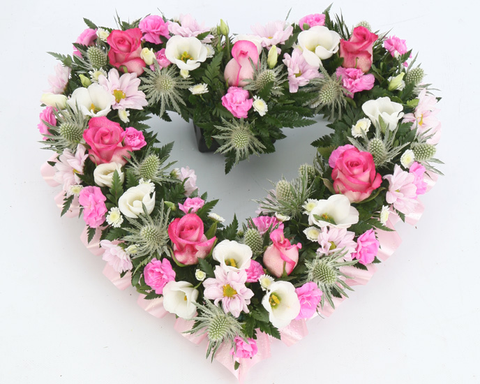 artificial grave flowers uk with 4 on 361891880024 as well Christmas Flower Arrangements in addition Ivory Hydrangea Garland With Berries likewise Grave Decorations moreover Pot For Memorial Vase With Artificial Gerberas Roses.